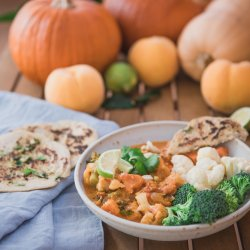Pegan (paleo and vegan friendly) Indian coconut korma with pumpkin and peach