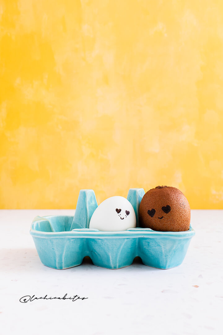Romiwi & Juliegg Easter egg and kiwi food love story animation. Learn how to create a stop-motion @lachicabites