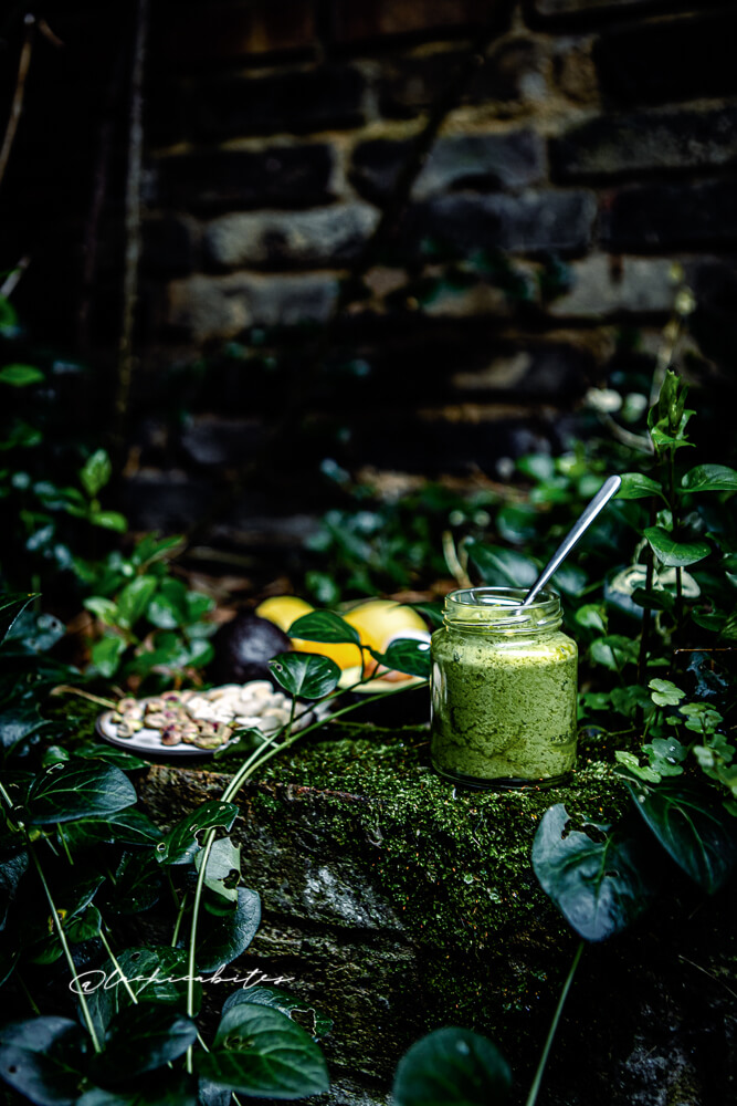 Homemade easy vegan pistachio pesto with cashews and avocado. The best pesto! @Lachicabites Food photography in London