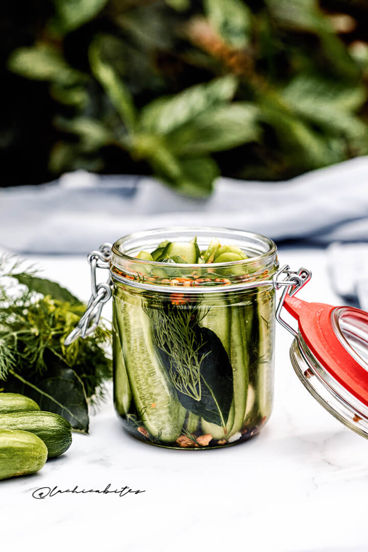 Crisp and flavoured gherkins with seeds and dill.