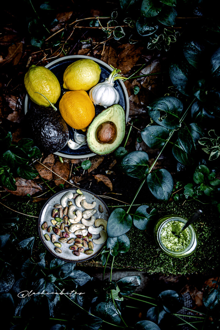 Green vegan pesto with avocado and pistachios @Lachicabites Food Photography