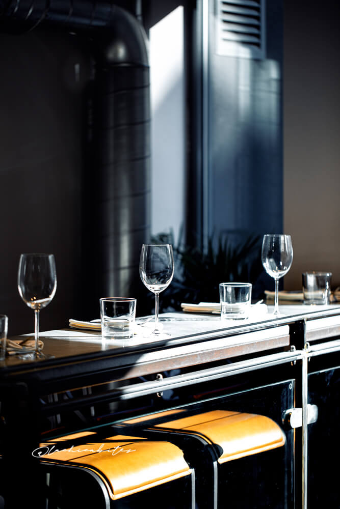 Food photography and restaurant interiors @lachicabites