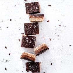 Salted chocolate and orange almond bars. LaChicaBites Food Photographer in London. #chocolatebars #nobakechocolatebars #foodphotographerinlondon