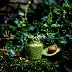 Dairy free alternative for pesto recipe. Using cashews, pistachios and avocado @Lachicabites Food Photography