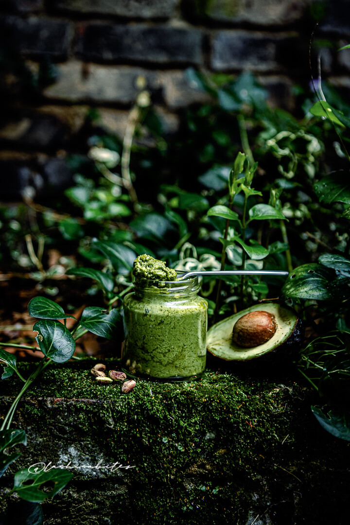 Dairy free alternative for pesto recipe. Using cashews, pistachios and avocado @Lachicabites Food Photography