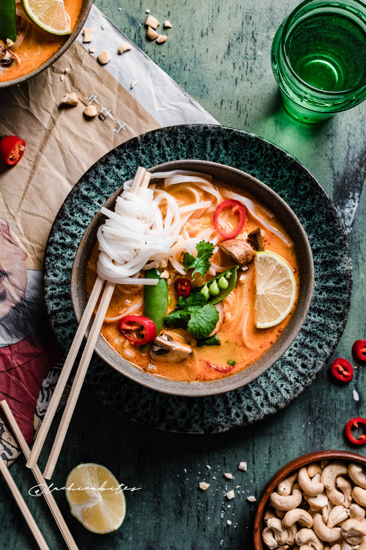 Homemade and easy VEGETARIAN RED THAI CURRY SOUP with coconut and lemongrass - recipe by Lachicabites